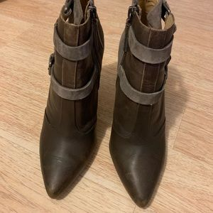 Joe's ankle booties Size 9M. Grayish green color.